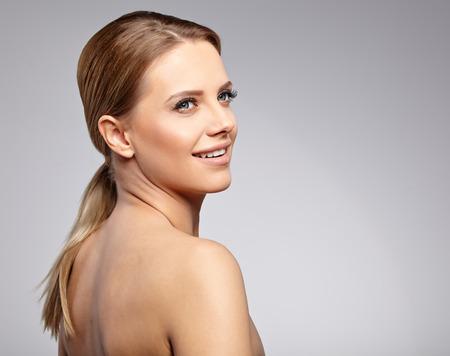 Foto de Natural Beauty Portrait. Beautiful Spa Woman . Perfect Fresh Skin. - Imagen libre de derechos