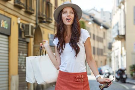 Foto de Beautiful happy girl goes shopping in the city. - Imagen libre de derechos