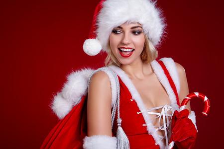 Photo pour Smiling girl in santa costume - image libre de droit