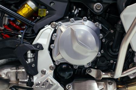 Photo pour Closeup of motorcycle engine - image libre de droit
