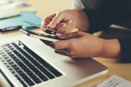 Photo pour Shopping and online payment by using notebook. - image libre de droit