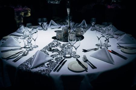 Photo pour Luxurious table setting at evening event - image libre de droit