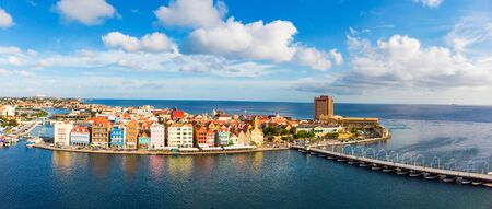 Photo pour Aerial view of Willemstad with it's colourful Dutch style buildings, Curacao - image libre de droit