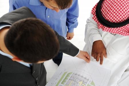 Photo pour Architects at Middle east discussing engineering design project - image libre de droit