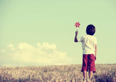 Photo pour Kid standing in the nature with large copy space - image libre de droit