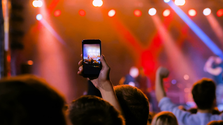 Photo pour Unrecognizable people hands silhouette taking photo or recording video of live music concert with smartphone. People partying in front of the stage. Photography, entertainment and technology concept - image libre de droit