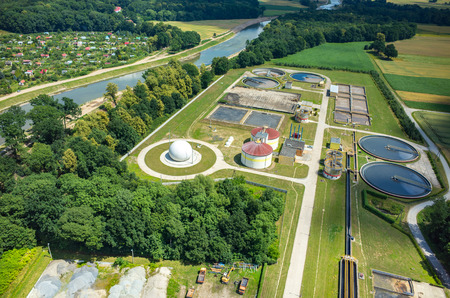 Photo pour Aerial view of the sewage treatment plant - image libre de droit