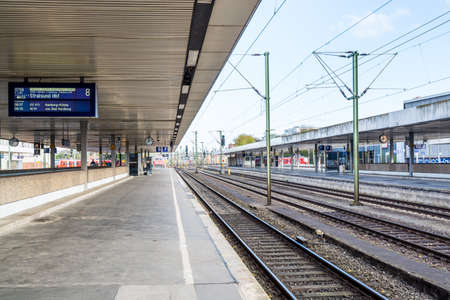 Photo pour Rail roads and platform of Central Railway Station in Hannover Germany. - image libre de droit