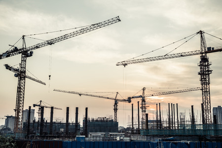 Photo pour silhouette of construction site - image libre de droit