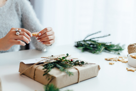 Foto de Woman packing Christmas gifts presents - Imagen libre de derechos