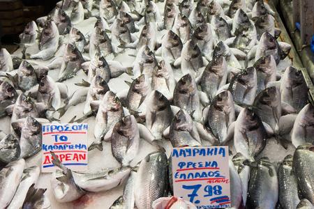 Photo pour Athens, Greece: City Market. Stand with fresh fish imaginatively set. - image libre de droit