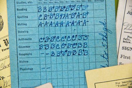 Foto de oldfashioned elementary report card - Imagen libre de derechos