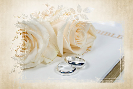 Photo pour wedding rings and roses on Bible with elegant mask frame - image libre de droit
