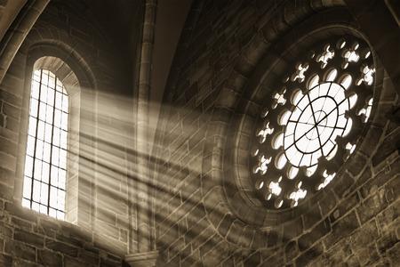 Foto de Image of a window in a church with sunbeams - Imagen libre de derechos