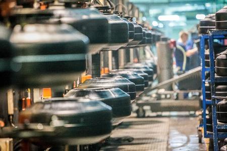 Photo pour workpiece of car tires on the line at factory work in progress - image libre de droit