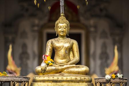 Foto de Golden buddha on front of Chiang Mai temple Sonkran festival. Thailand. - Imagen libre de derechos