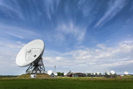 Foto de Parabolic satellite station that intercepts phonecalls for intelligence agency's - Imagen libre de derechos