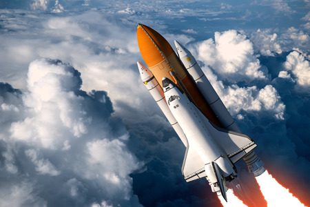 Photo pour Space Shuttle Launch In The Clouds. 3D Scene. - image libre de droit