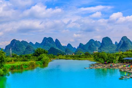 Photo pour The beautiful scenery of Lijiang River in Guilin - image libre de droit