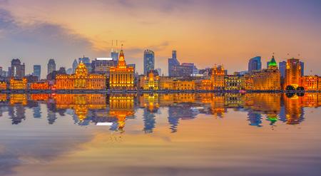 Foto de Night view of the Bund Shanghai - Imagen libre de derechos