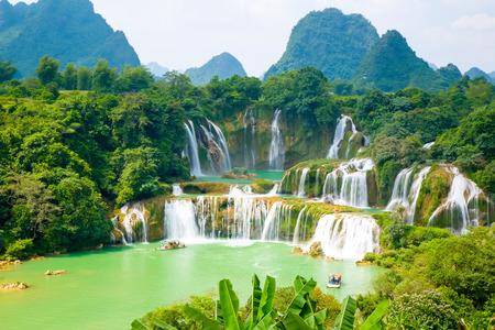 Foto de waterfall scenery - Imagen libre de derechos