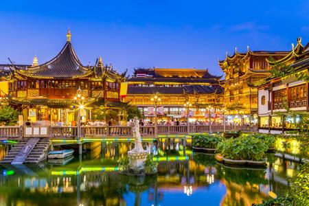 Photo pour Shanghai temple night scene - image libre de droit
