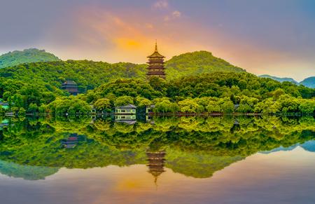 Photo pour The landscape of Hangzhou, West Lake - image libre de droit