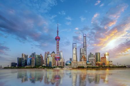Foto de Shanghai city buildings skyline - Imagen libre de derechos