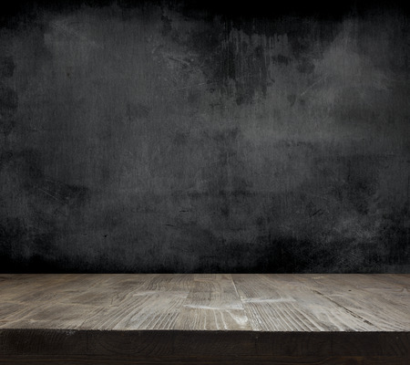 Photo pour Blank cleaned chalkboard with wooden background - image libre de droit