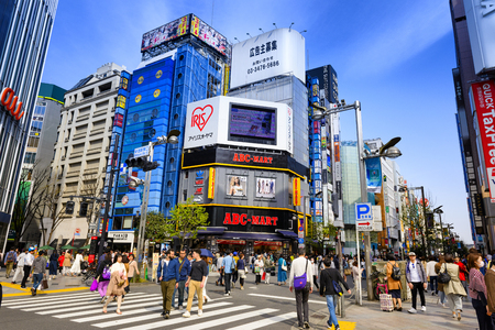 Foto für TOKYO JAPAN - APRIL 1, 2018 : Shinjuku neighborhood, Unidentified young tourists walk past this area has many shops full to shopping and restaurants. One of Tokyo's must-see places to visit. - Lizenzfreies Bild