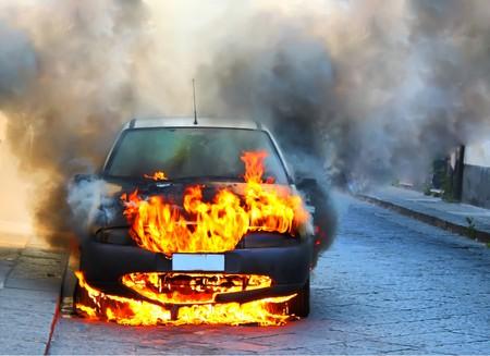 Photo pour a car on fire - image libre de droit