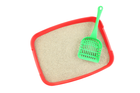 Photo pour Red toilet tray with sand and scoop isolated on white - image libre de droit
