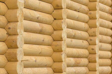 Foto de Texture. The wall is built on ancient technology. A log cabin. When you cross the wall. Ecological clean wood building material. - Imagen libre de derechos