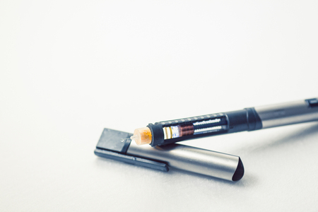 Foto de Insulin pen for diabetics on a clean white background - Imagen libre de derechos