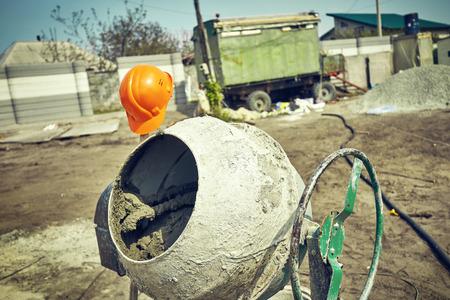 Photo pour Kneading of cement for construction, solution preparation - image libre de droit
