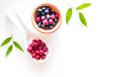 Photo pour Paspberry and blueberry for preparing jam on white background top view. - image libre de droit