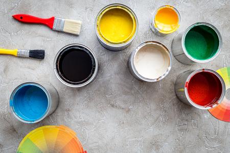 Foto de Paints in tin banks and brushes on grey stone background top view copyspace - Imagen libre de derechos