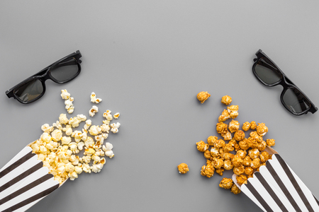 Photo pour Watch film in cinema concept. Popcorn and glasses on grey background top view. - image libre de droit