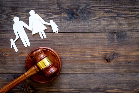 Photo pour Family law, family right concept. Child-custody concept. Family with children cutout near court gavel on dark wooden background top view. - image libre de droit