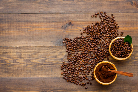 Foto de coffee background with beans and powder wooden table flat lay space for text - Imagen libre de derechos