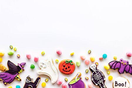 Foto de Halloween decorations frame on white background top view copyspace - Imagen libre de derechos
