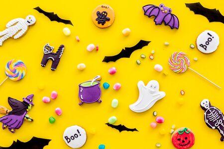 Foto de Halloween decorations pattern on yellow background top view - Imagen libre de derechos