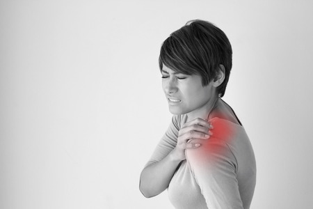 Photo pour woman with shoulder pain or stiffness - image libre de droit