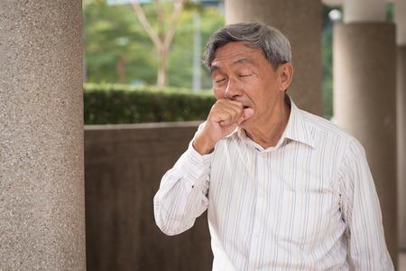 Foto de sick senior man coughing - Imagen libre de derechos