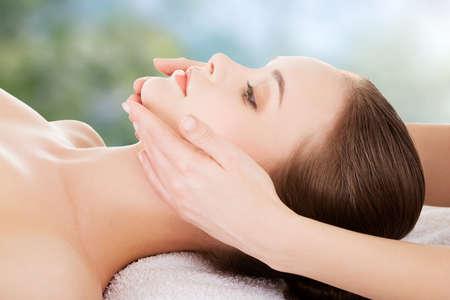 Photo pour Woman receving face massage in spa. - image libre de droit