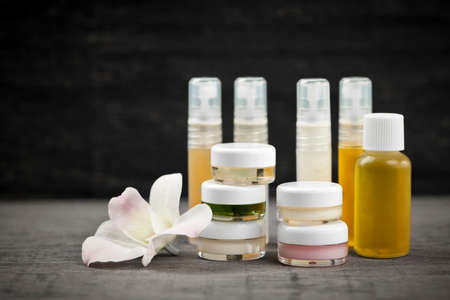 Photo pour Various jars and bottles of skin care products with orchid flower - image libre de droit