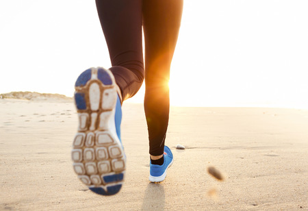 Photo pour Beautiful and healthy woman running on the beach - image libre de droit