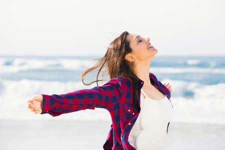 Foto de Beautiful and happy teen at the beach enjoying the summer - Imagen libre de derechos