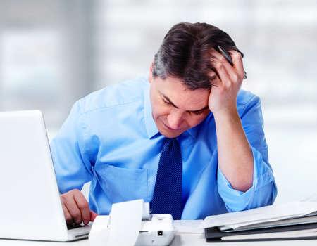 Photo pour Man having migraine headache. - image libre de droit