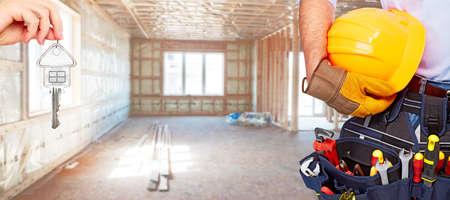Photo pour Builder handyman with construction tools. - image libre de droit